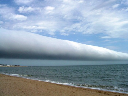 La NASA publie la photo d'un A Roll Cloud dans le ciel de l'Uruguay
